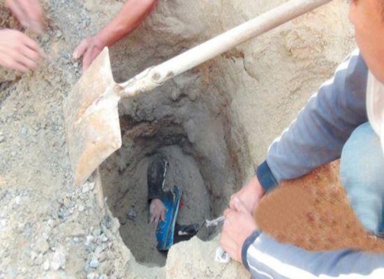 Mulher enterrada viva por toneladas de areia sobrevive por estar usando capacete de segurança que a permitiu respirar