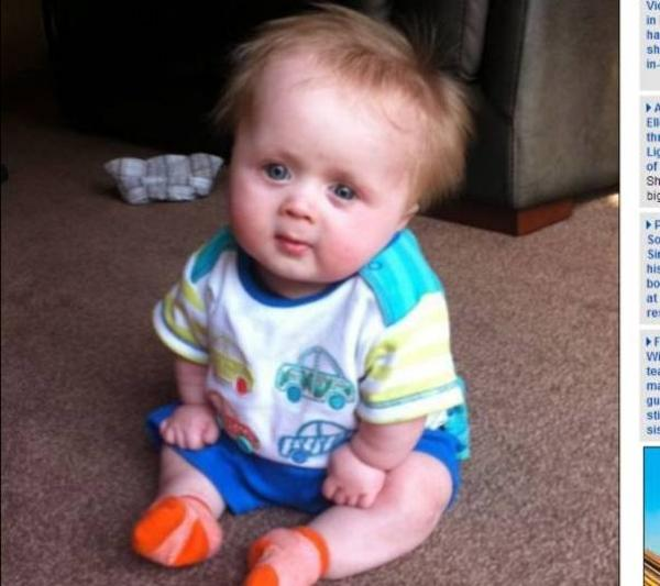 Com doença rara, menino de 3 anos mede 74 cm e usa roupa de bebê
