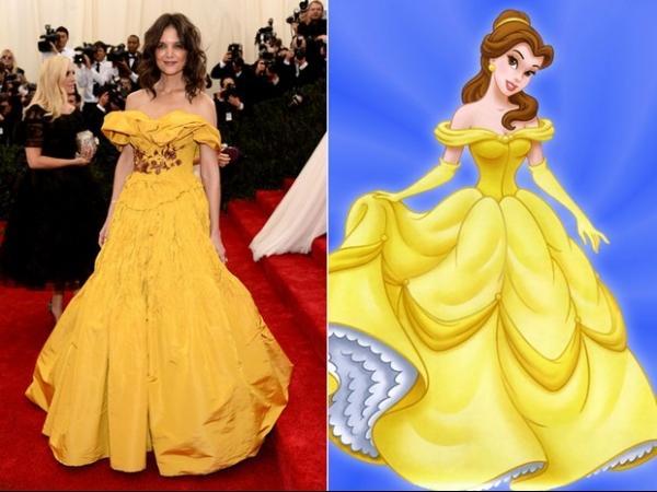 Por causa de look, Katie Holmes é comparada a Bela, de ?A Bela e a Fera?