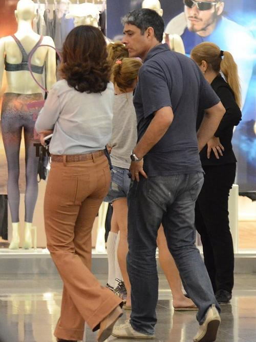William Bonner e Fátima Bernardes tiram a tarde para passear em shopping