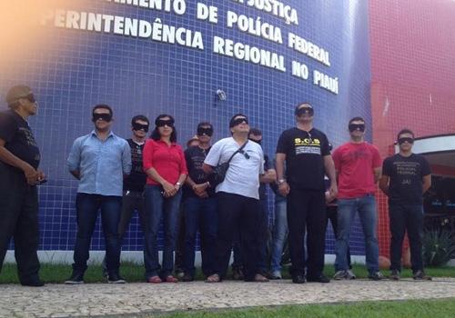 Com venda nos olhos, servidores da PF voltam a fazer paralisação no Piauí