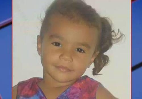 Homem mata filha de três anos a facadas após esfaquear mulher
