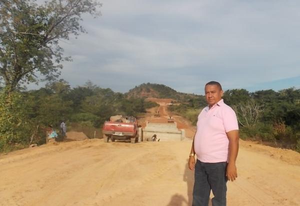 Retomada a obra de ligação da rede asfáltica  da localidade Santa Fé a Canavieira - Imagem 1