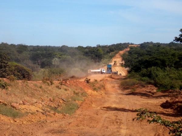 Retomada a obra de ligação da rede asfáltica  da localidade Santa Fé a Canavieira - Imagem 4