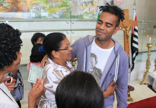 Jairzinho recebe o carinho de f縱 de Jair Rodrigues no 2コ dia de velio