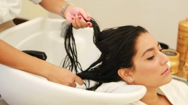 Saiba como fazer hidrata鋏es com algas para cabelos virgens