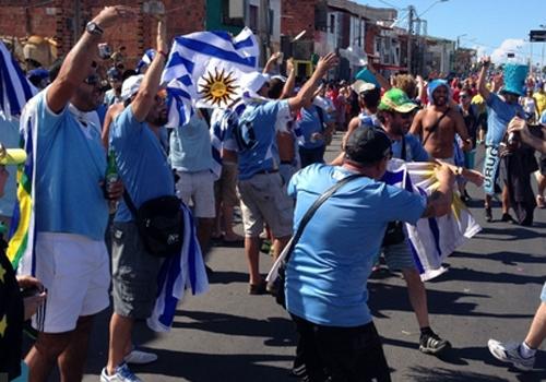 Irreconhecível, Uruguai é engolido e perde pra Costa Rica no grupo da morte