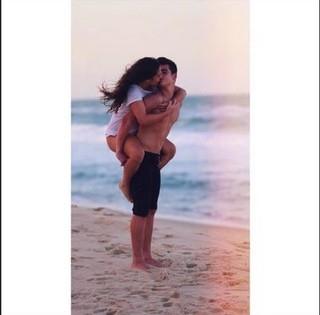 Lívian Aragão ganha post romântico do namorado: