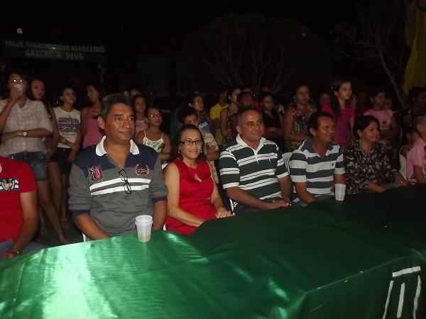 FOTOS: 1ª noite do festival de quadrilhas de Caxingó reúne multidão  - Imagem 1