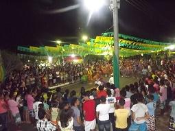 FOTOS: 1ª noite do festival de quadrilhas de Caxingó reúne multidão