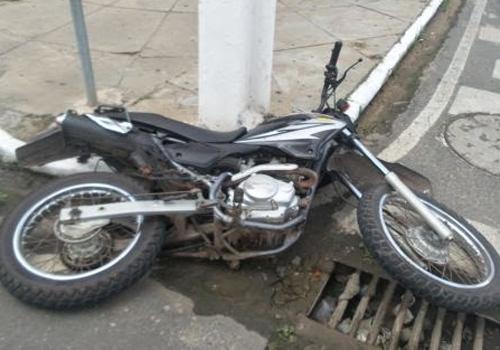 Caminhonete na contra-m縊 colide com motocicleta no litoral do PI