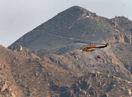 Incêndio força pessoas a deixarem mais de 500 casas na Califórnia, EUA
