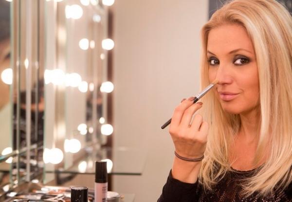 Patrícia de Sabrit dá dicas de maquiagem para arrasar na balada