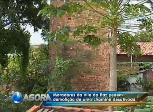 Chaminé de quase 100 anos é derrubada e leva alívio a moradores da Vila da Paz
