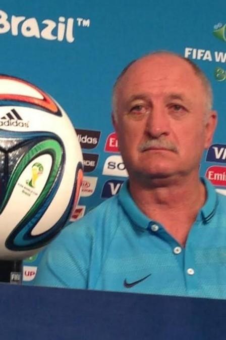 Copa 2014: Felipão aparece na coletiva da seleção brasileira com terçol no olho direito