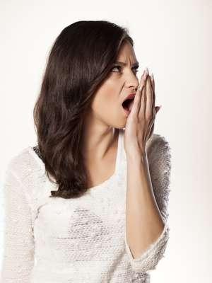 Especialistas ensinam teste para saber se tem mau hálito