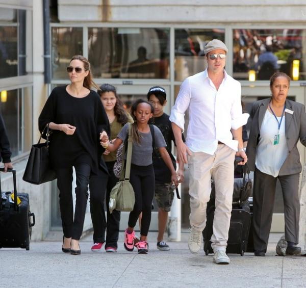 Filho mais velho de Angelina Jolie e Brad Pitt aparece com a namorada