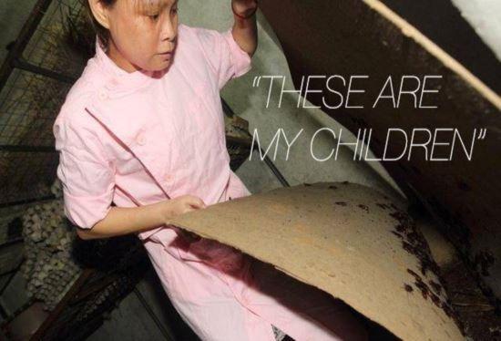 Mulher que cria mais de 100.000 baratas em sua casa diz que elas s縊 suas filhas e parte da fam匀ia