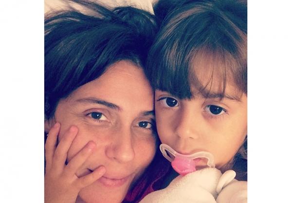 Sem maquiagem, Giovanna Antonelli posta foto ao lado de uma das filhas