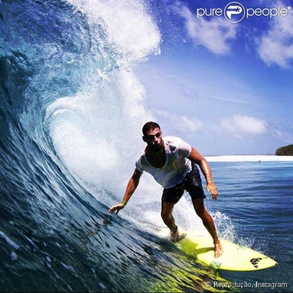 Cauã Reymond passa férias nas Ilhas Maldivas: