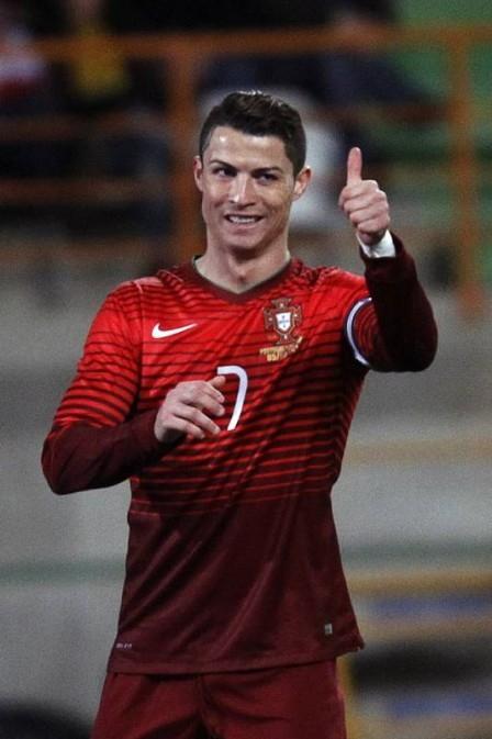 Cristiano Ronaldo, craque do Portugal, circula com 50 seguranças de Brasil