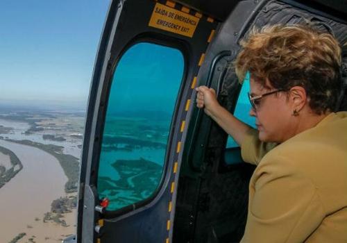 Dilma sobrevoa área atingida por chuva no Paraná e promete agilizar recursos