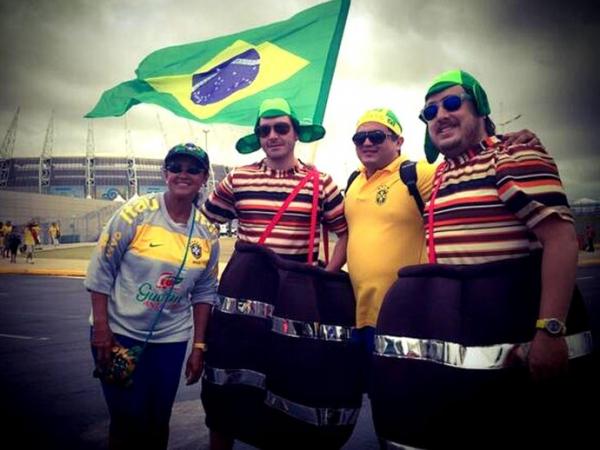 Sem rivalidade, torcedores do Brasil e México começam a chegar na arena Castelão, em Fortaleza