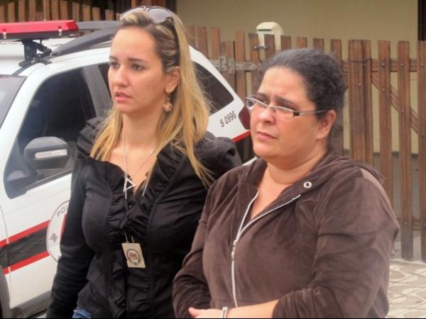 Suspeito pela morte de zelador mostra como teria colocado corpo em mala