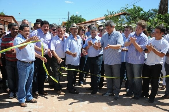 Manoel Emídio inaugura Casa da Juventude com a presença do Governador Zé Filho - Imagem 1