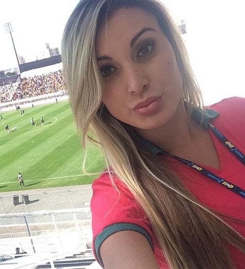 Andressa Urach tem credencial confiscada e é expulsa de treino de Portugal: