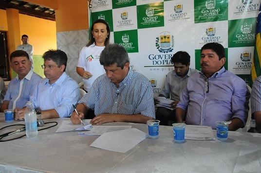 Manoel Emídio inaugura Casa da Juventude com a presença do Governador Zé Filho - Imagem 7