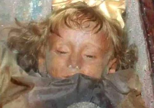 Múmia de criança abre os olhos após 94 anos, e intriga o mundo