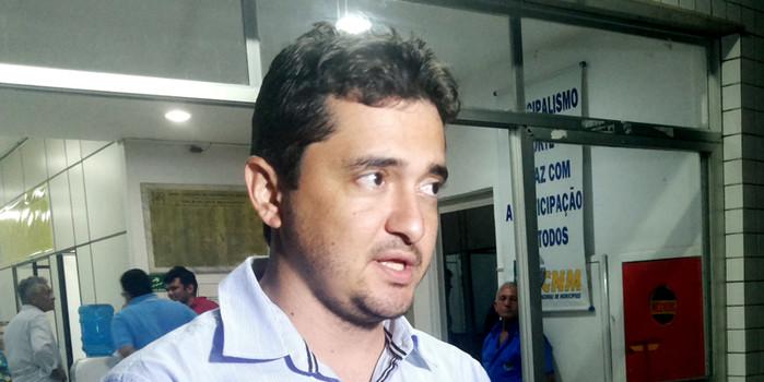 Prefeitura inicia obras de uma quadra poliesportiva no município