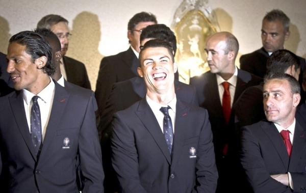 Portugueses encontram presidente no adeus ao país: