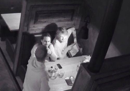 Dono de bar faz campanha no Facebook após ter pintura roubada