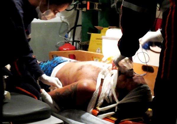 Motociclista invade preferencial,  colhido por carro e sai ferido