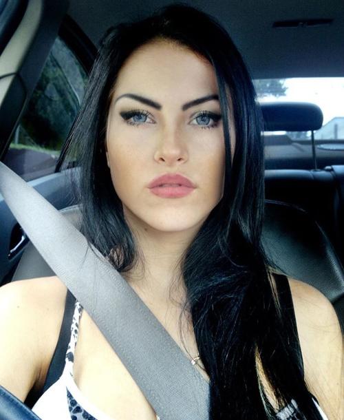 Sósia de Megan Fox concorre à Miss Bumbum e diz temer vulgaridade