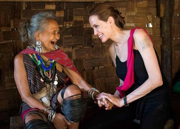 Angelina Jolie chama atenção pela magreza em viagem à Tailândia