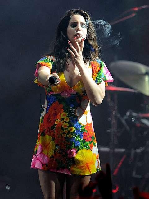 Após revelar desejo por morte, cantora Lana Del Rey culpa jornalista