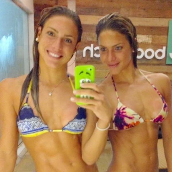 Bia e Branca Feres fazem selfie de biquíni: