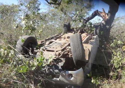 Buraco na pista provoca grave acidente na BR-343
