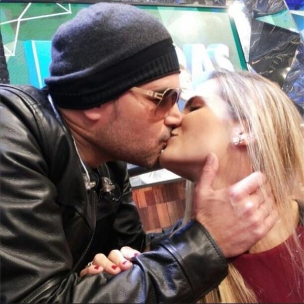 Flávia Camargo se declara ao marido, o cantor sertanejo Luciano