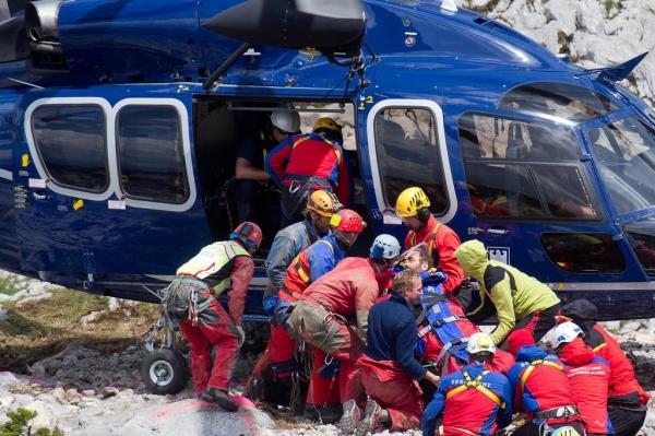 Homem é resgatado gravemente ferido após 12 dias preso dentro de caverna