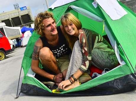 Torcedores belgas acampam no Rio e buscam ingresso para Maracanã