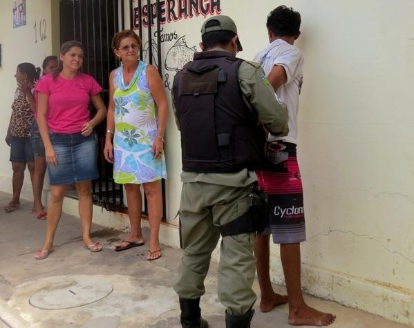 Homem pede almoço enquanto furta a mãe para comprar crack