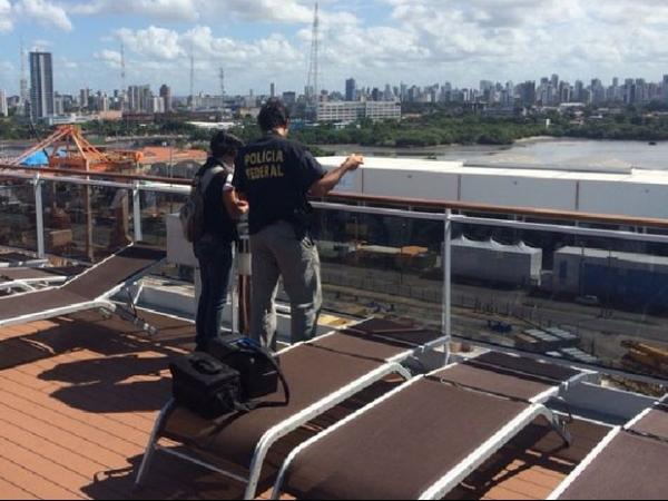 PF divulga imagens da queda de mexicano de navio; veja vídeo