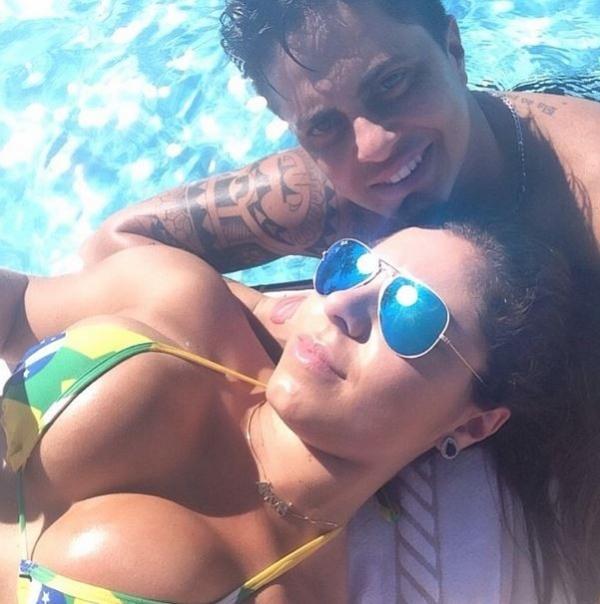 Andressa Ferreira, namorada de Thammy, empina bumbum em foto