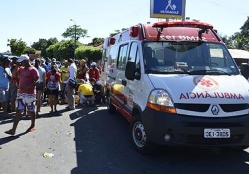 Idosa fica gravemente ferida em acidente na Avenida Aderson Ferreira