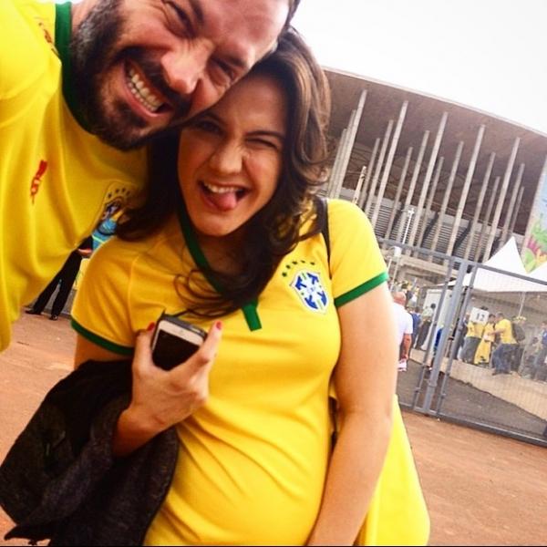 Malvino Salvador torce para o Brasil ao lado da namorada, Kyra Gracie