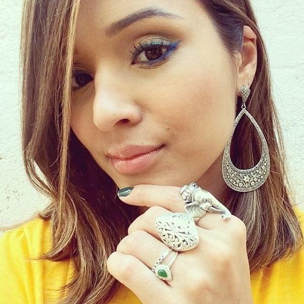 Thaíssa Carvalho mostra a maquiagem para torcer pelo Brasil